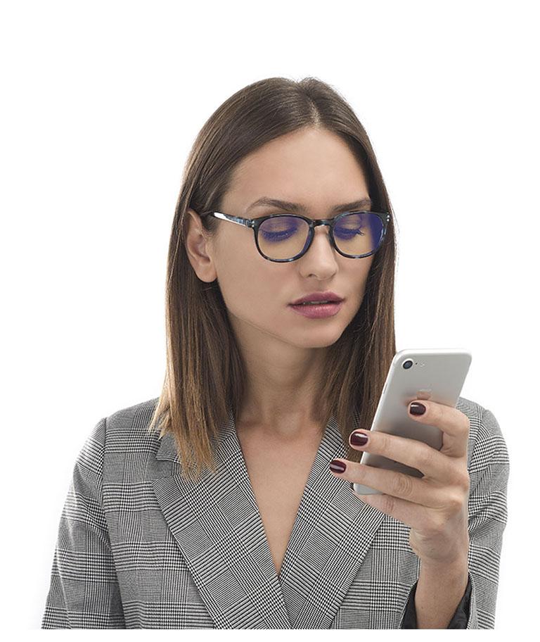 Gafas para ordenador chica