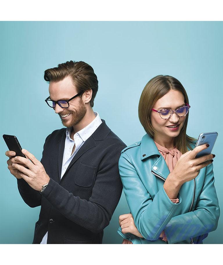 Gafas para ordenador chico y chica